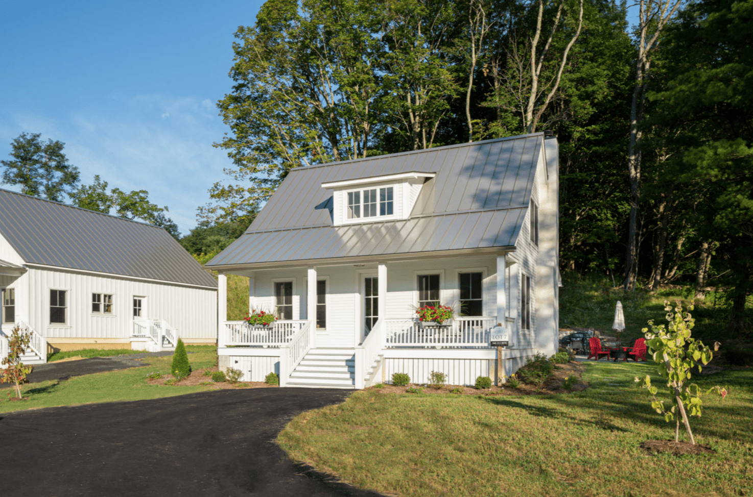 white-house-front-yard-green-grass-madison-cottage-warm-springs-va